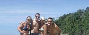 Fabi e Diego com amigos